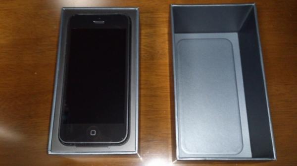 iPhone 5の箱を開けたところ