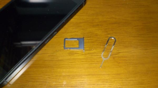 iPhone 5のSIMスロット