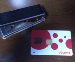 nanoSIMカッターとドコモSIMカード