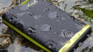 アウトドア仕様のモバイルバッテリーが発売 ―24000mAhの大容量、完全防水・防塵・耐衝撃