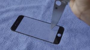 【動画】iPhone 6はサファイアガラス採用で曲げても割れないし、ナイフで引っ掻いても傷つかない?