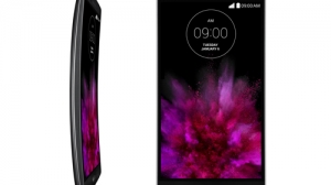 LG、曲面ディスプレイ「LG G Flex 2」を発表 64bitオクタコアSoC搭載