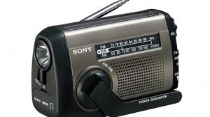 手回し充電でスマホにも給電できる!アウトドアや非常時に役立つソニーの手回し式ラジオICF-B88