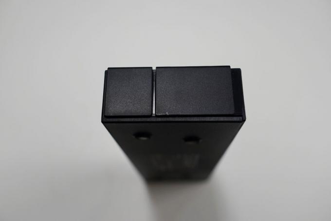 HB7003の側面