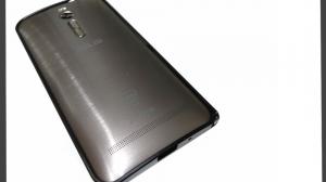 ZenFone2用の出口電気製アルミバンパーをレビュー