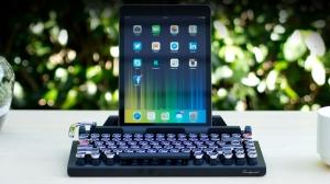 タイプライター風Bluetoothキーボード「QWERKYWRITER」が渋かっこいい!