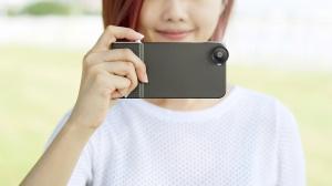 シャッターボタンやレンズ交換でiPhoneをデジカメのように変身させるケース「SNAP 6!」