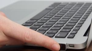 パソコンでも面倒なIDやパスワード入力が不要に! USB端子に指紋認証センサーを増設できる「iTouch ID」が便利そう