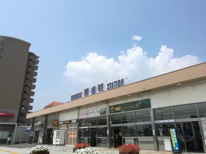 快晴の尾道駅前