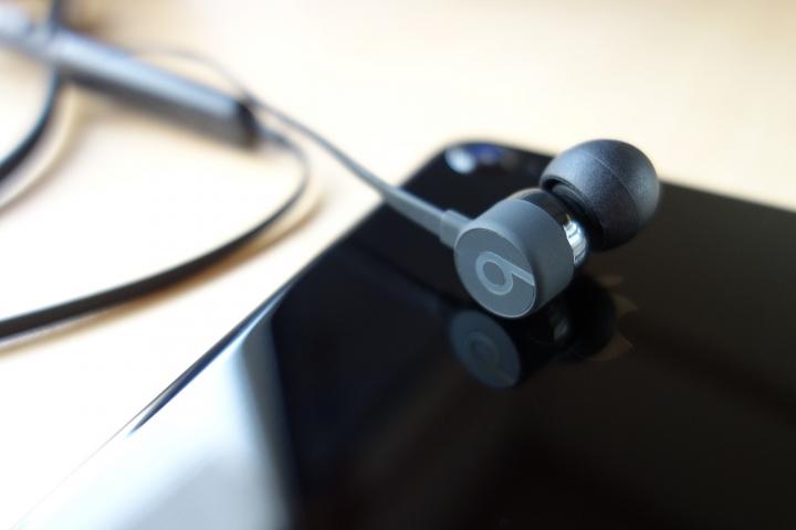 Apple傘下であるオーディオブランドBeats by Dr.  Dreが、2016年9月に今秋発売予定として発表したものの、遅れに遅れて2017年2月に発売したBluetoothワイヤレス